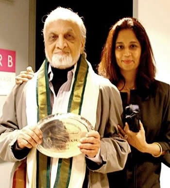 Vijay Tendulkar with his daughter Tanuja