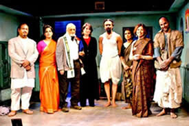 Vijay Tendulkar with the cast of Sahkaram Binder, NYC, 2004.